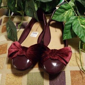 Girls size 5 wine dress shoe